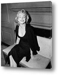 Картина Мерелин Монро в наброшенном на плечи свитере,1956г.