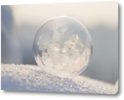 Картина Мыльный пузырь на снегу