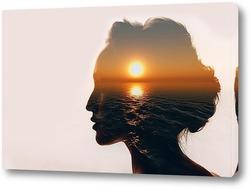 Силуэт красивой девушки и закат над морем