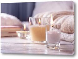 Интерьер спальни со свечами