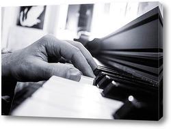 Картина Рука на клавиатуре