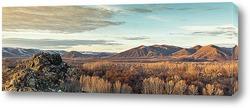 Панорамный пейзаж с горной местностью