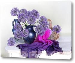 Букет фиолетовых цветов в вазе
