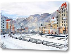 Роза Хутор. Горнолыжный курорт вблизи города Сочи. Набережная зимой.