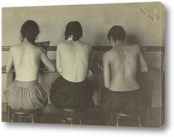 Девушки за швейной машиной, 1917