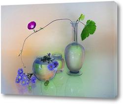 Цветок в стекляной вазе