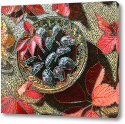 Натюрморт со сливами и виноградными листьями.