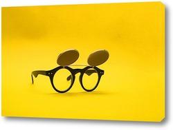 Картина Солнцезащитные очки с двойным стеклом на желтом фоне