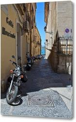 Картина улочка с мотоциклами