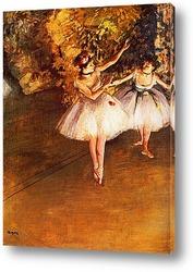 Две танцовщицы на сцене