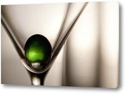 Зеленый шарик и бокал