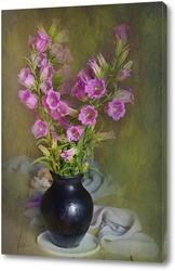 Розовые колокольчики в вазе
