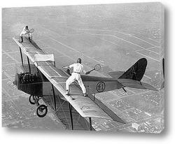 Картина Партия в теннис на крыле самолёта.