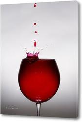 Капля вина падает в рюмку 1