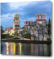 Новодевичий монастырь на закате дня