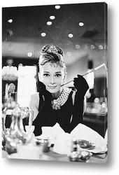 Картина Одри Хепбёрн в<Завтрак у Тиффани>.