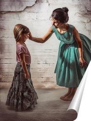 Постер Мама в зелёном платье в горошек воспитывает свою дочь в длинной юбке