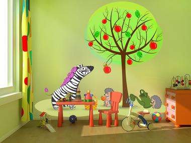 Зебра в саду